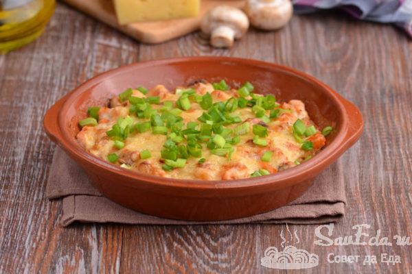 Горячая закуска с рыбой, грибами и сыром