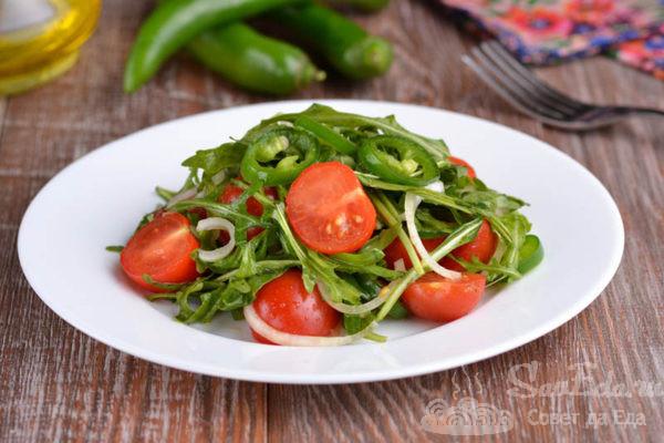 Острый салат с рукколой и помидорами черри