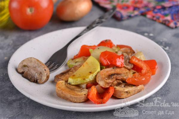 Запеченные овощи с грибами в духовке