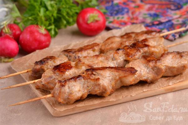 Шашлык из свинины на шпажках в духовке