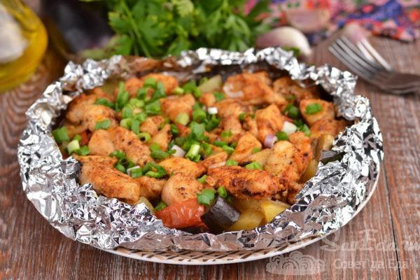 Куриная грудка с овощами в фольге