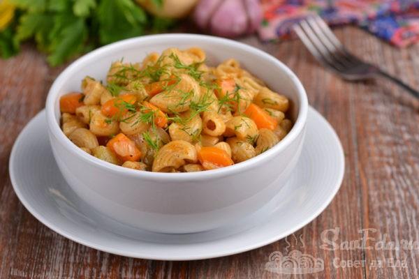 Быстрые макароны с овощами на сковороде