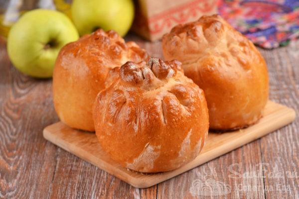 Запеченные яблоки в тесте