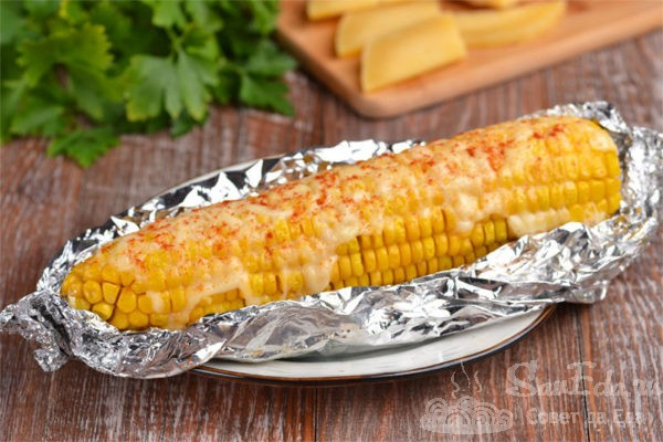 Кукуруза с сыром в фольге в духовке