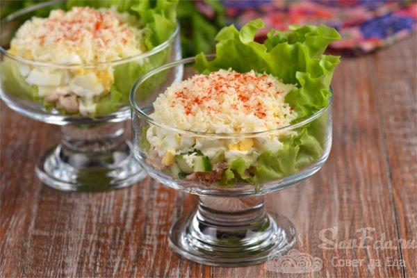 Салат с курицей и сыром слоями