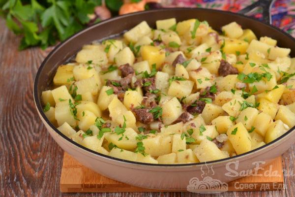 Тушеная картошка с тушенкой