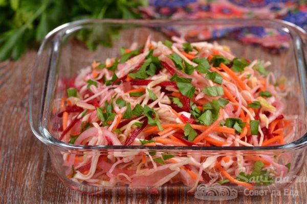 Капустный салат с морковью и свеклой