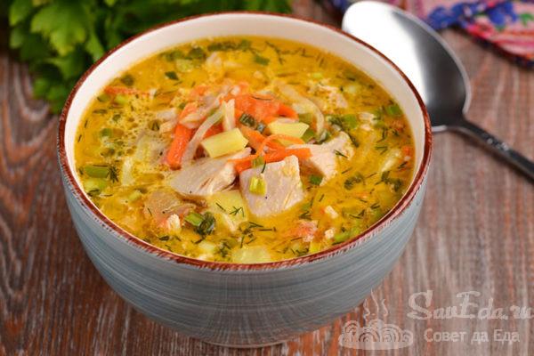Куриный суп с овощами и сметаной
