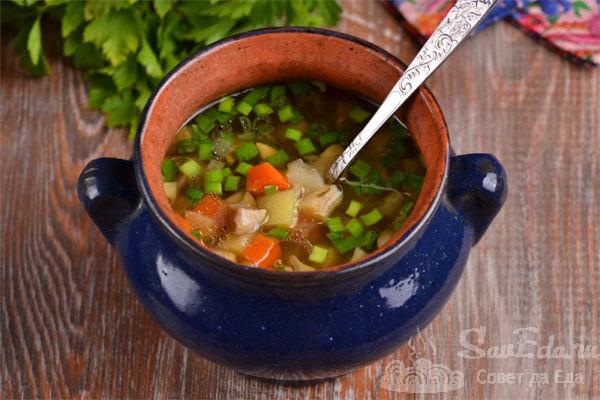 Грибной суп с сельдереем в горшочках