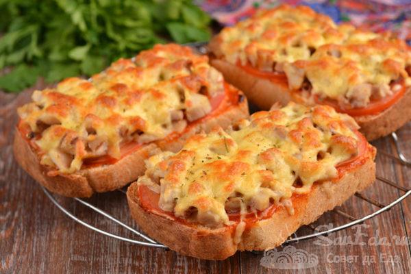 Мини пицца с курицей на хлебе