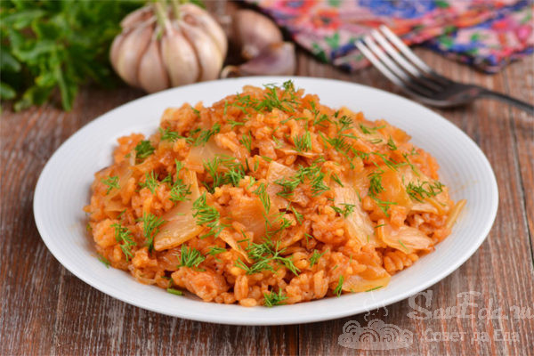 Рис с капустой на сковороде
