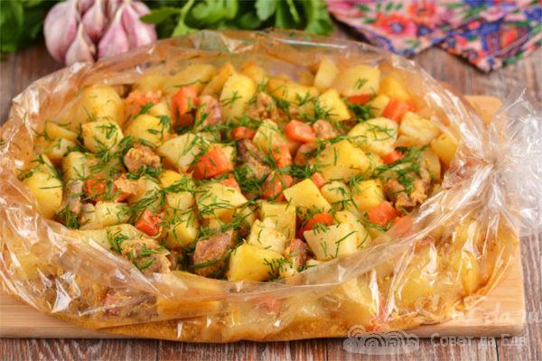 Картошка со свининой и сметаной в рукаве