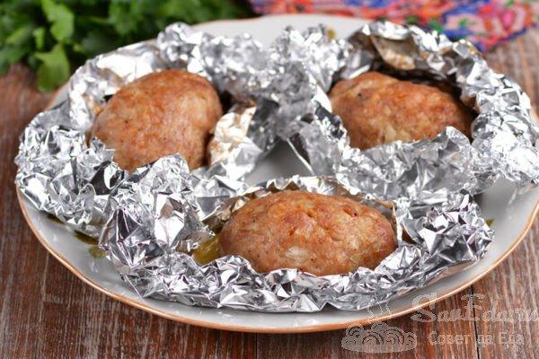 Котлеты из свинины в фольге в духовке