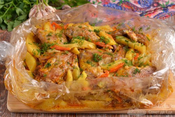 Курица с картошкой и капустой в рукаве
