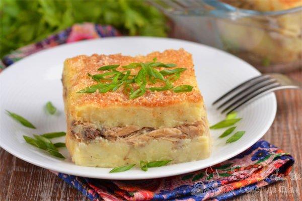 Картофельная запеканка с рыбными консервами