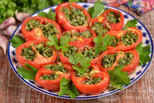 Фаршированные помидоры чесноком и петрушкой