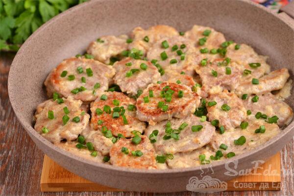 Битки из свинины со сметаной