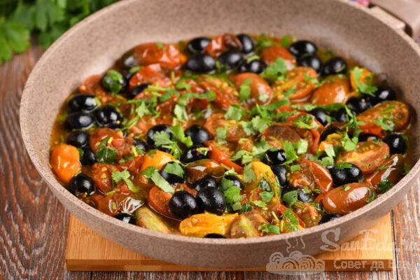 Быстрый гарнир из помидоров и маслин