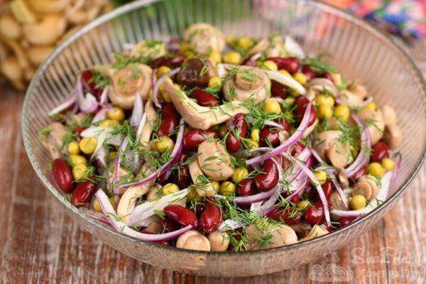 Быстрый салат из маринованных грибов