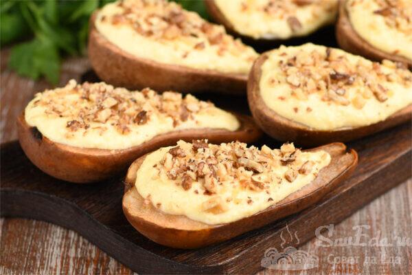 Десерт из груш с творогом и орехами