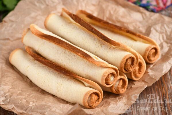 Хрустящие трубочки из хлеба с творогом