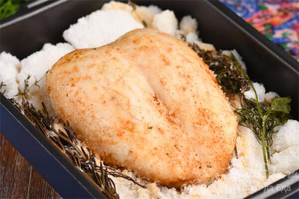 Куриная грудка с травами в соли