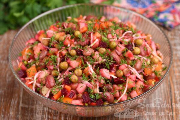Винегрет со свежими овощами и яблоком