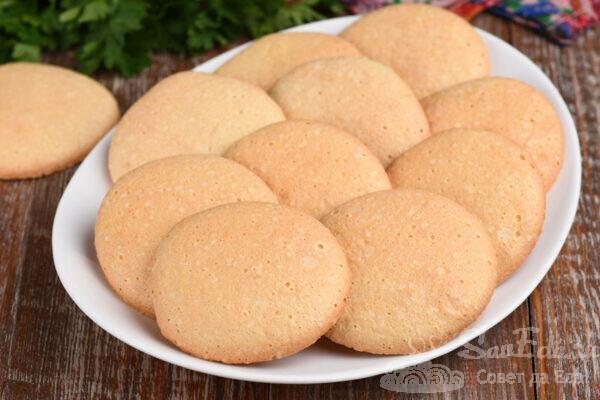 Печенье взбивное из муки, сахара и яиц