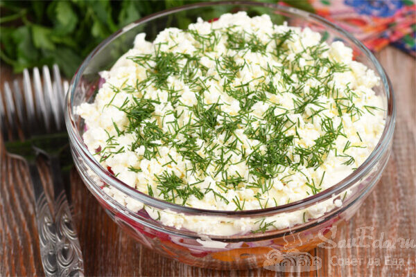 Салат из помидоров и редиса с творогом
