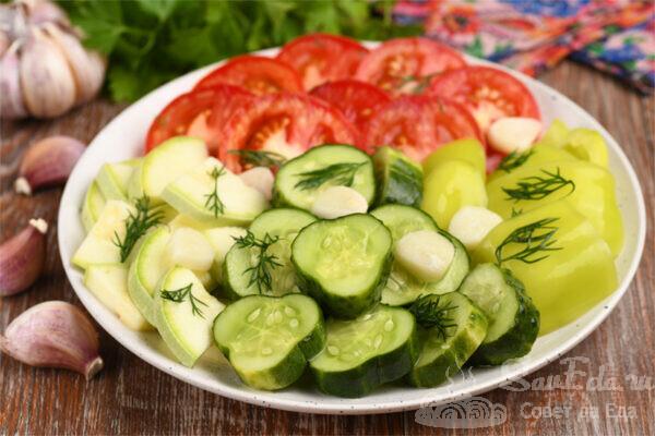 Малосольное овощное ассорти