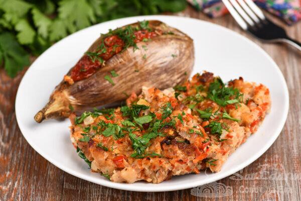 Рубленое мясо с овощами в духовке