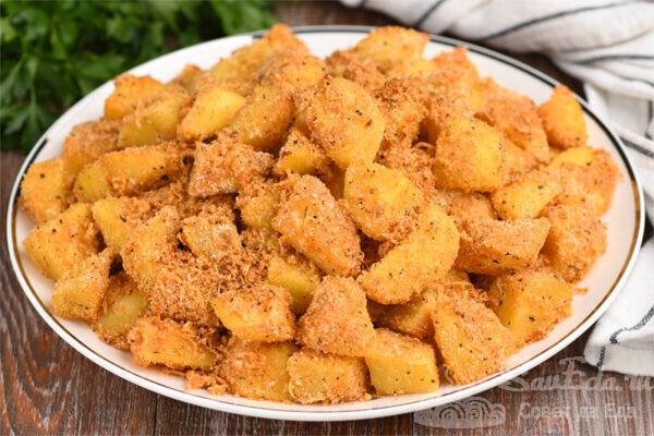 Картошка в духовке с сухарями и сыром