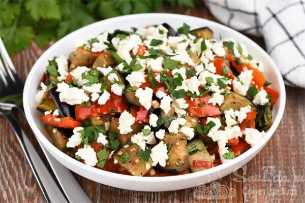 Салат из баклажана, перца и брынзы